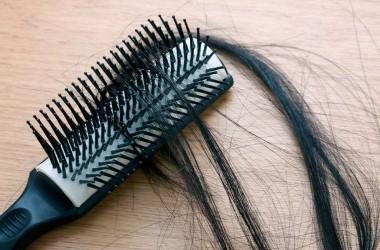 5 дивовижних причин випадіння волосся у жінок і як це виправити