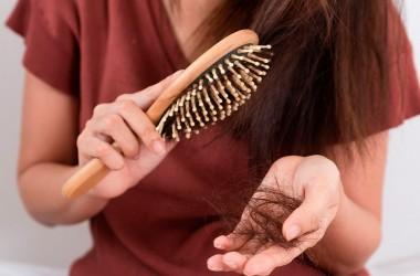 Що потрібно знати про випаданні волосся у жінок